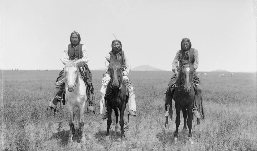 ThreeMountedComancheWarriors1892
