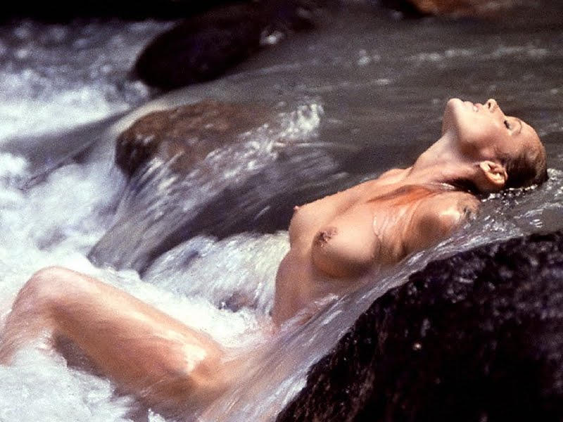 Ursula Andress Stream