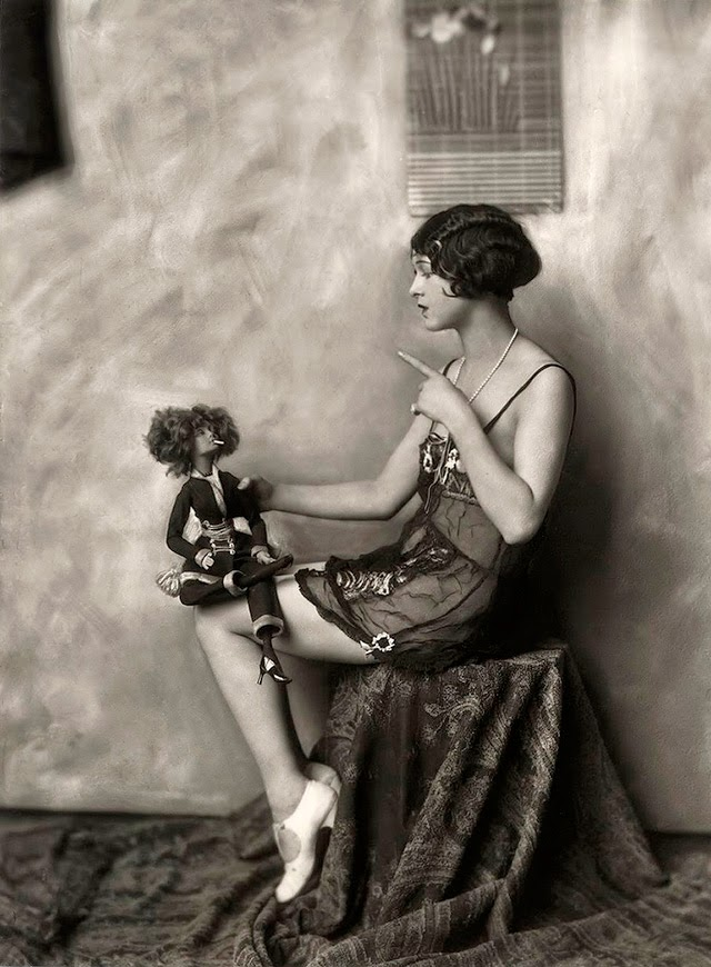 ZiegfeldFolliesShowgirl1920sAlfredCheneyJohnston